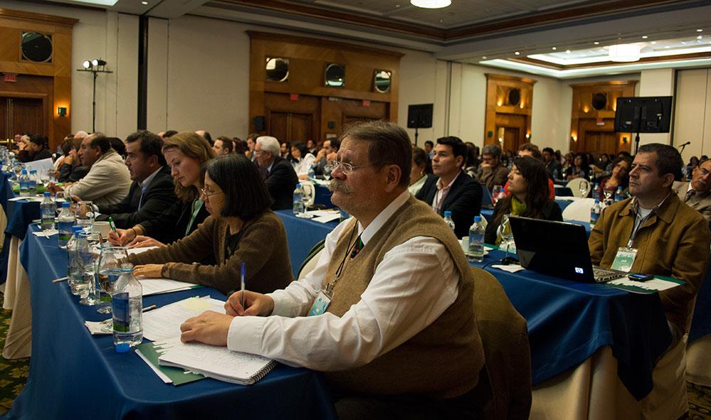 How do you plan an event with interpretation in Ecuador?